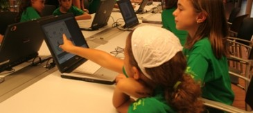 La Nova Edició Del Tecnoestiu Obre Les Portes Del Món Audiovisual I La Informàtica A Nens I Nenes