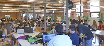 Alumnes De L'IES Martí I Pol Treballen En El Seu Projecte De Recerca Sobre Energies Renovables Al Citilab