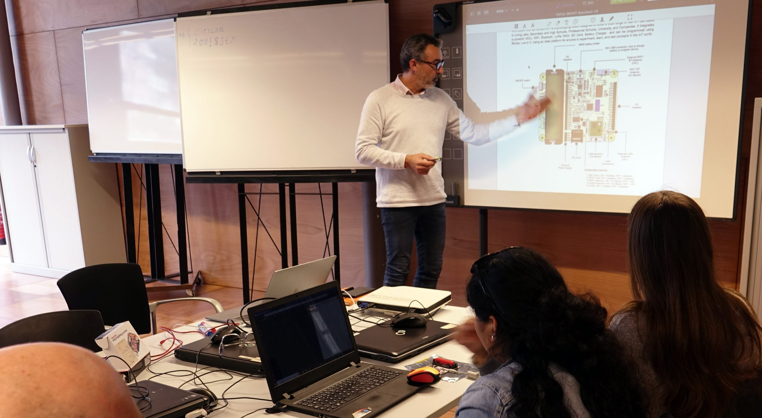 IoTLAB: Formació Sobre Internet De Les Coses / Internet Of Things (IoT) - LaborLab