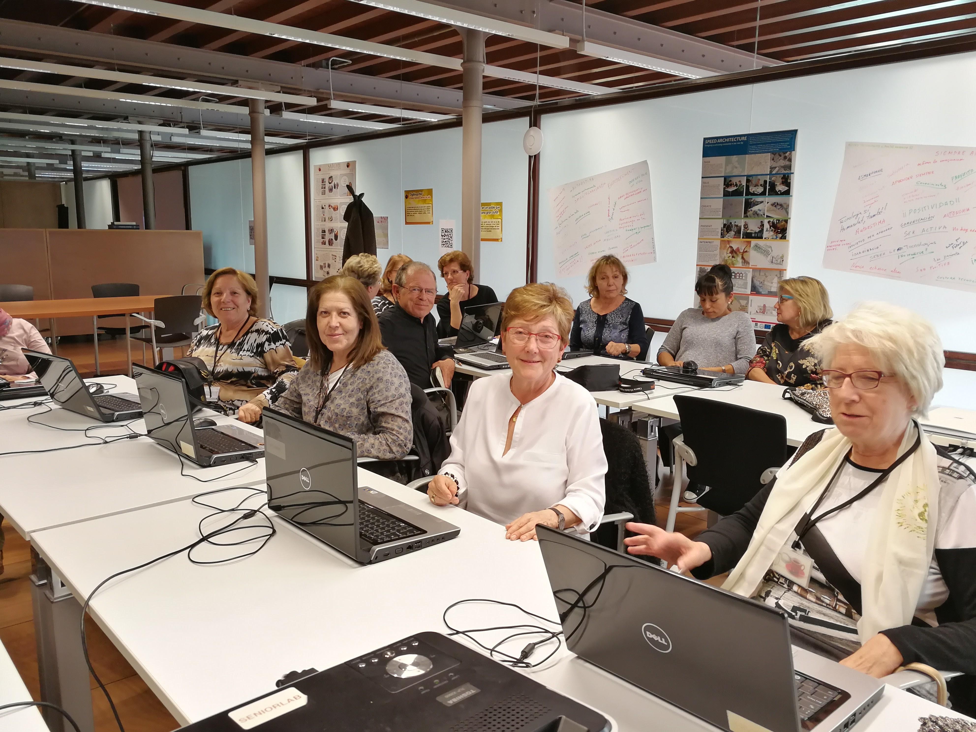 La Comunitat De SeniorLab Reprèn La Tasca Dels Seus Projectes Socials I Tecnològics