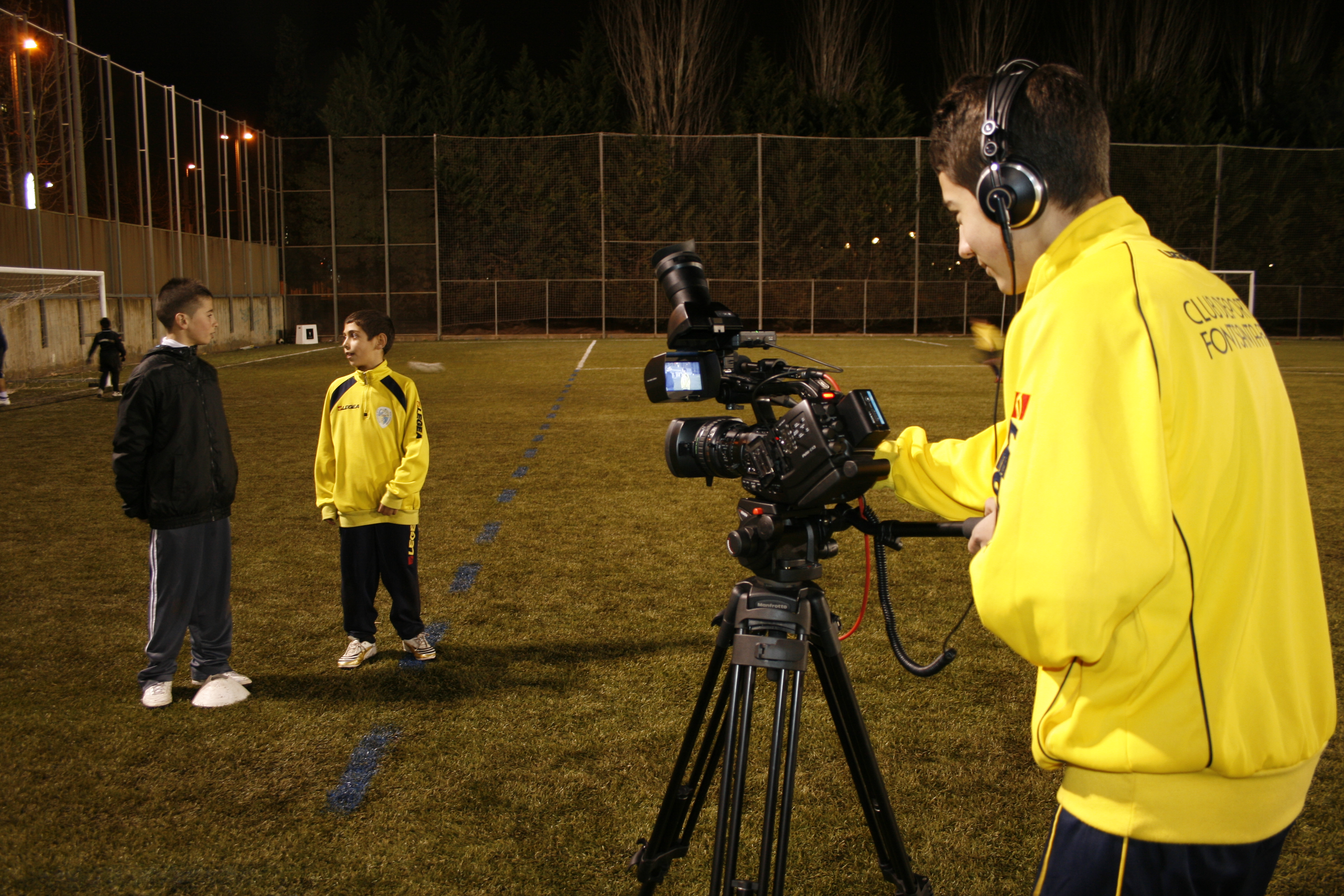 Jugadors De C.D. Fontsanta-Fatjó Gravant Al Camp De Futbol