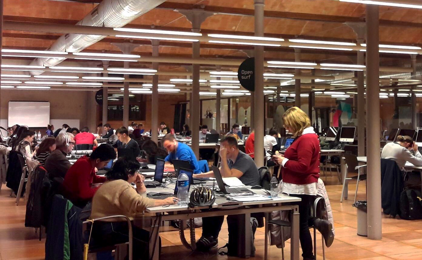Aquestes Festes De Nadal Pots Seguir Treballant Col·laborativament, Estudiant I Navegant Per Internet Cada Dia Al Citilab!