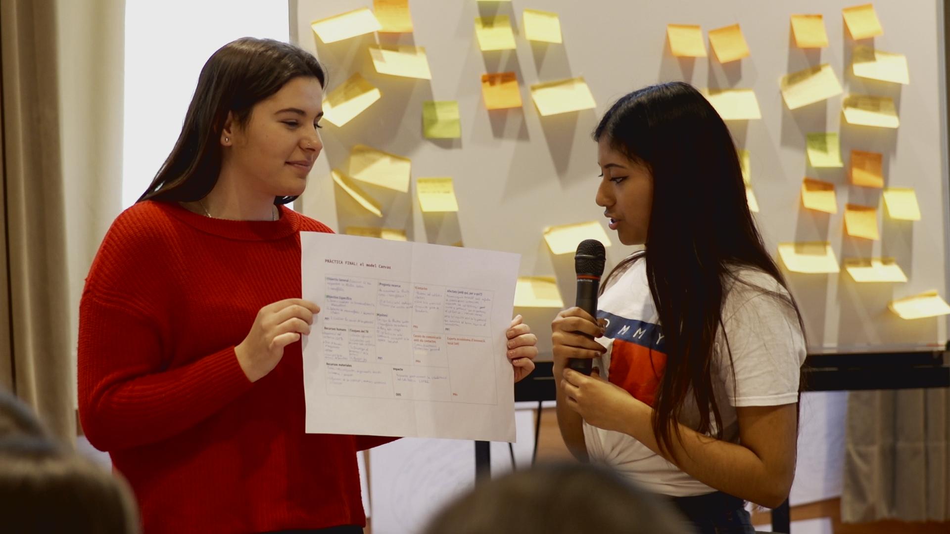 Alumnes presentant el model Canvas - Jam TR 2019