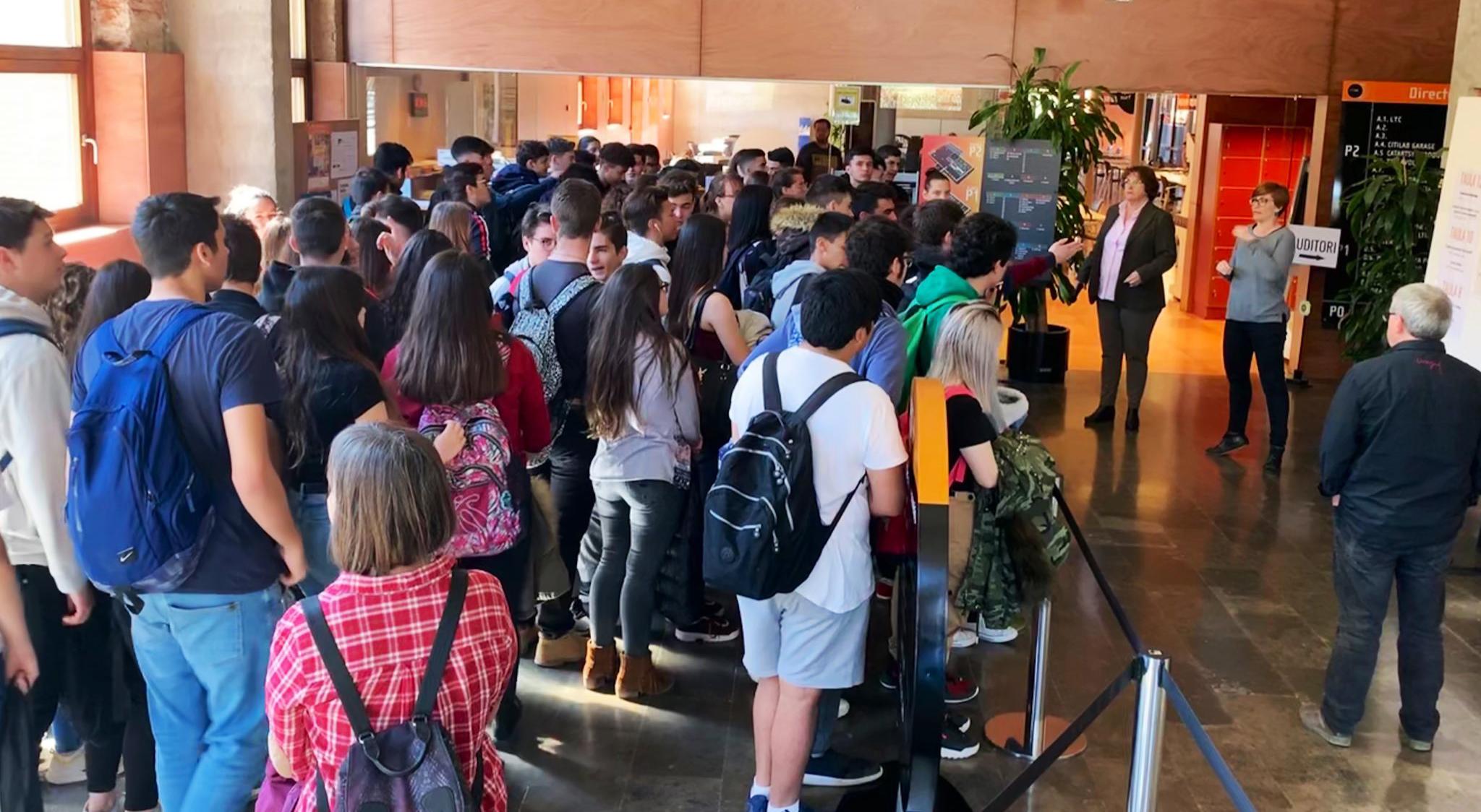 400 Alumnes I 23 Treballs De Recerca En Una Nova I Dinàmica Edició De La Mostra De Treballs De Recerca De Cornellà