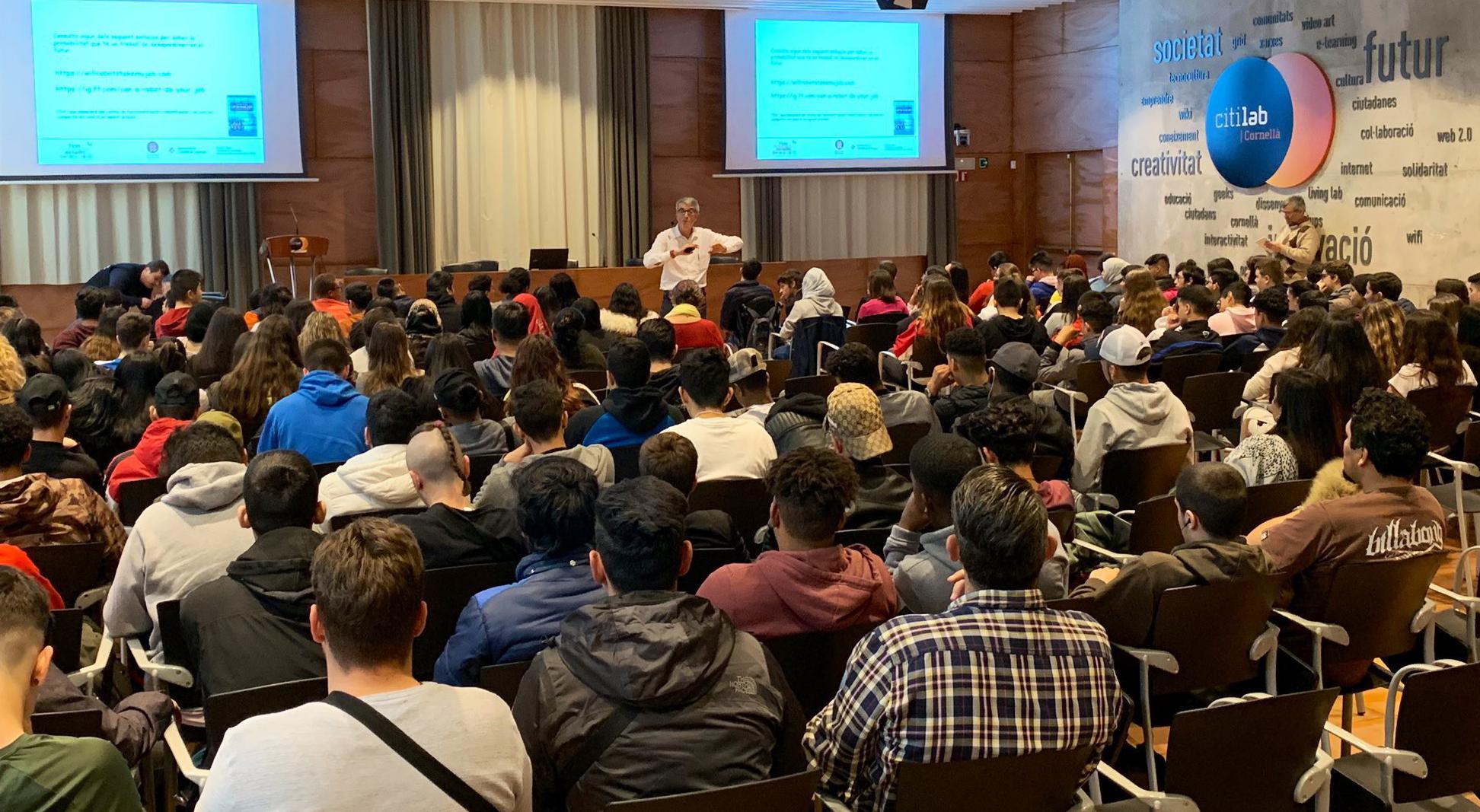 Estudiants I Famílies Coneixen L'oferta Formativa De Cornellà En La IV Edició De La Fira APROPA Al Citilab