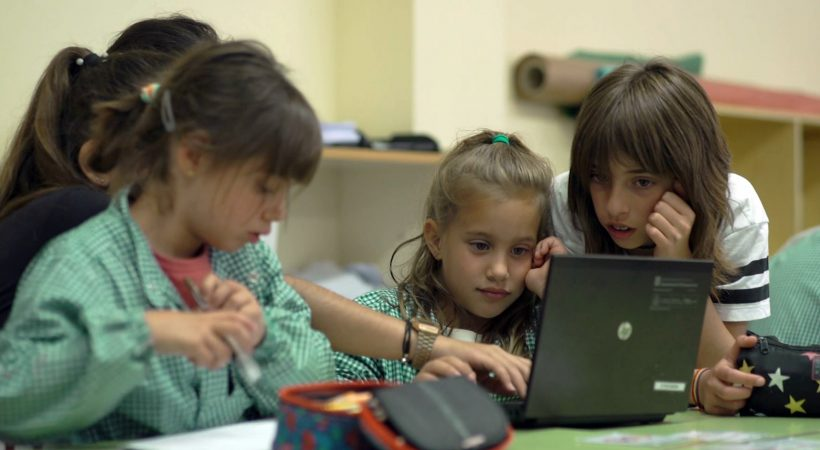 L'alumnat De Cicle Inicial I Cicle Superior De L'Escola Mediterrània Treballen Col·laborativament La Velocitat Lectora En El Marc Del Projecte EduLab