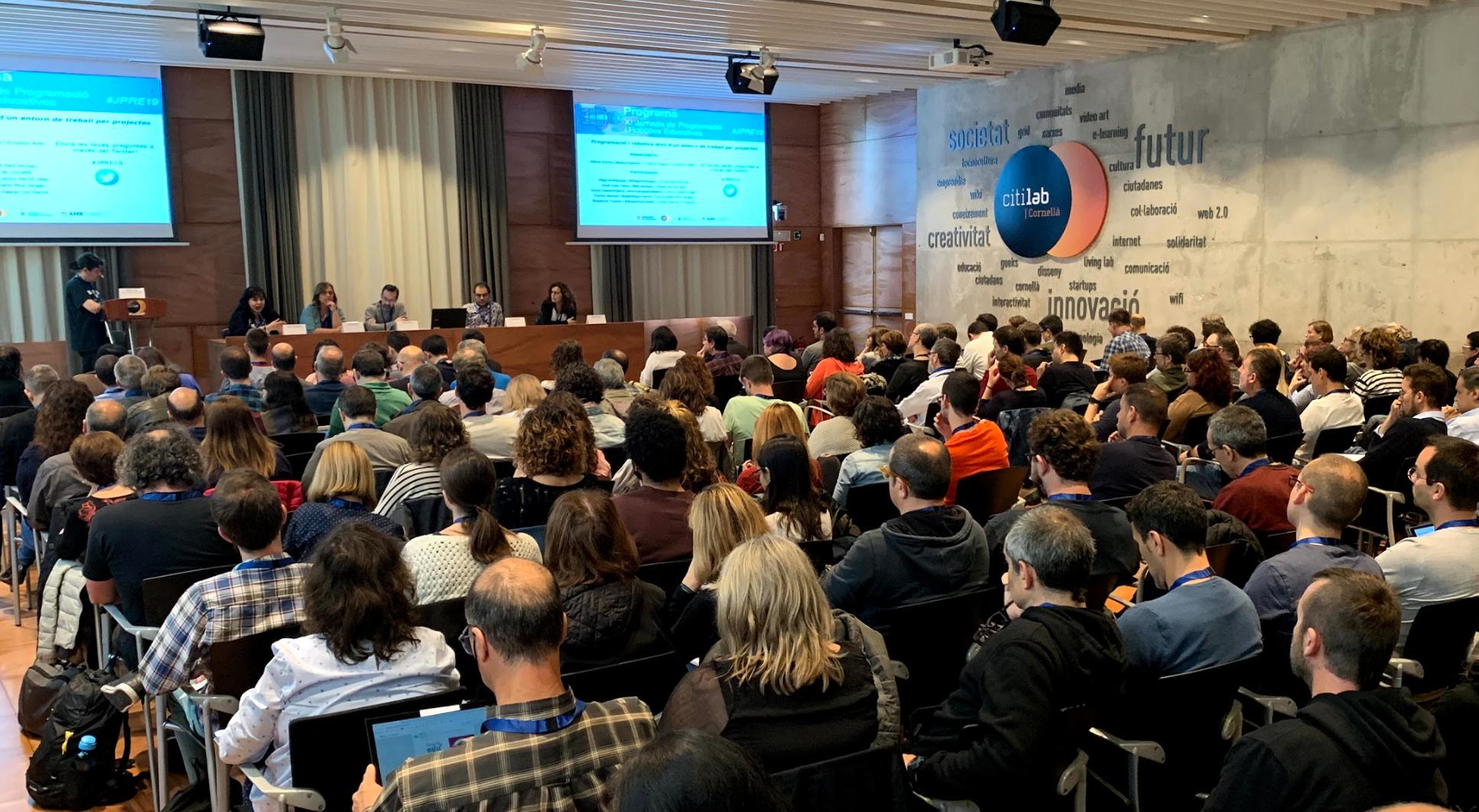 Prop De 500 Persones Participen En La XI Jornada De Programació I Robòtica Educatives Al Citilab