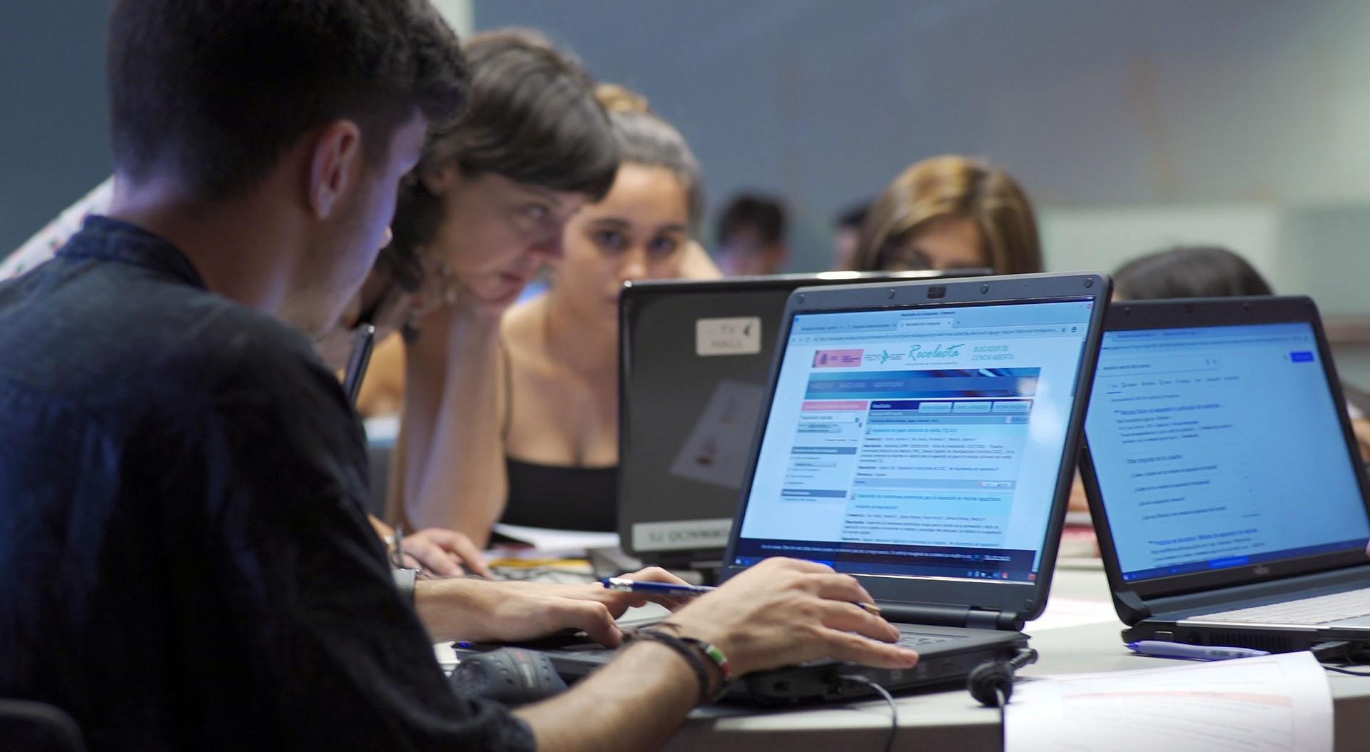 Alumnat De Segon De Batxillerat De Cornellà S'implica En El Primer Taller De Competència Informacional Al Citilab