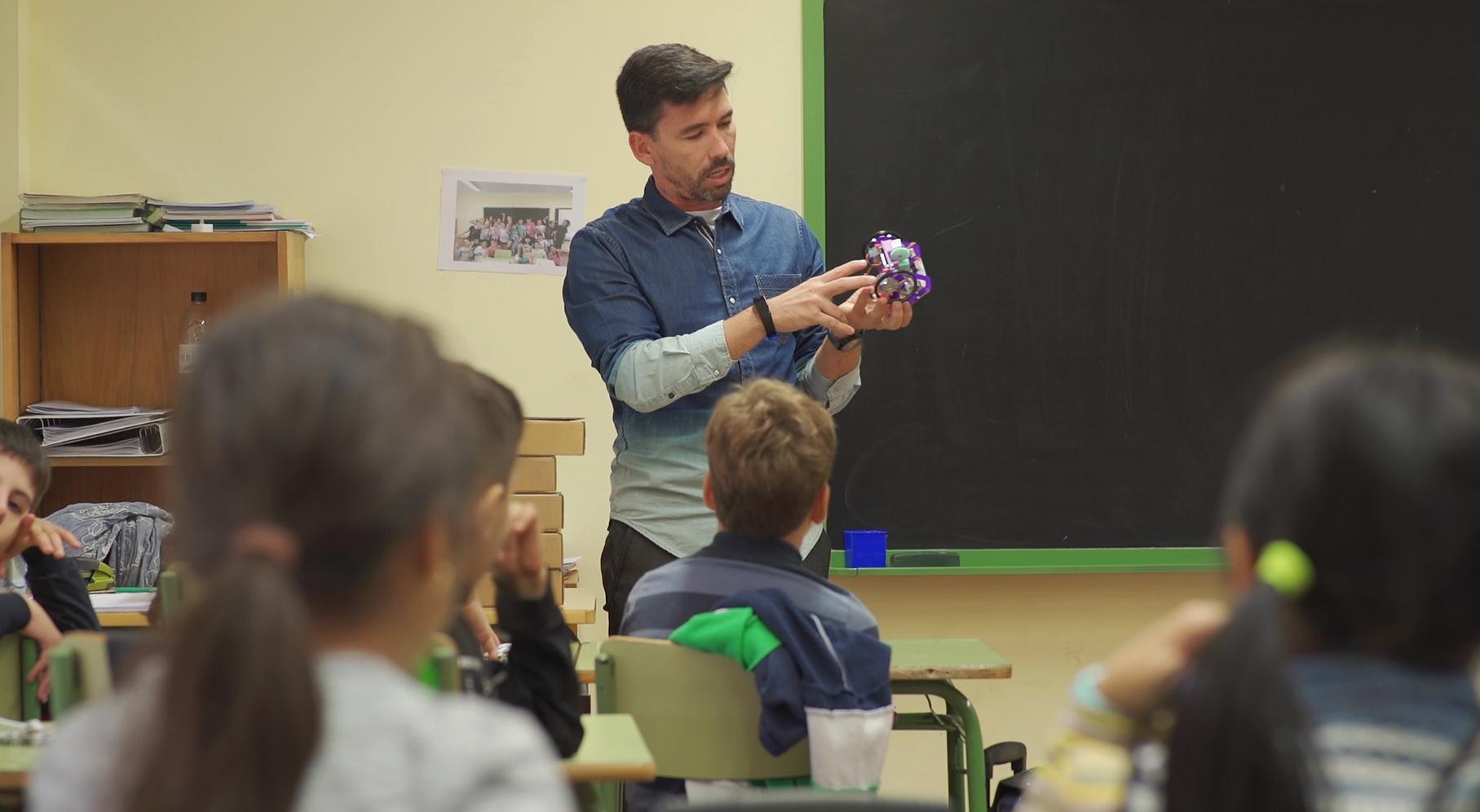 Segon Any D'intervenció D'EduLab A Les Escoles De Cornellà De Llobregat: Nous Projectes De Programació I Robòtica, Més Robot Fantàstic I Més Autonomia!