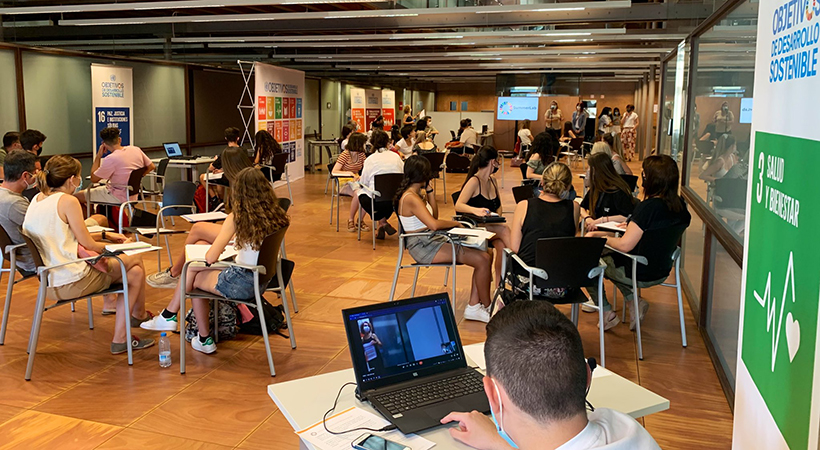 El SummerLab Fomenta L'intercanvi De Coneixement Entre Més De 40 Estudiants De 1r De Batxillerat I Ciutadania Experta En Temes De Recerca